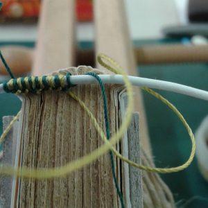 Apprenez les Tranchefiles brodées pendant les formations - Atelier de reliure